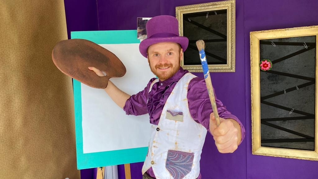 Painter in a purple top hat